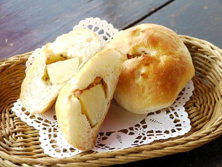 丸ごと北海道産ポテトとベーコンのパン_s