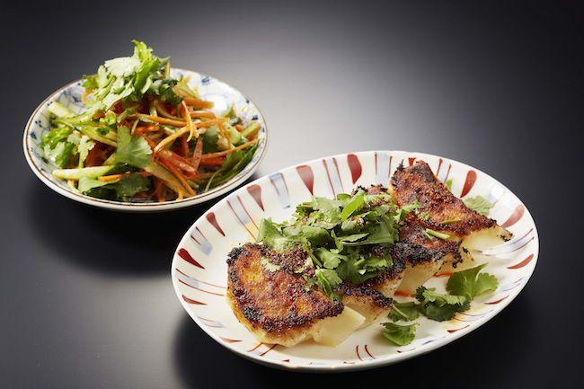 BAO 焼き餃子とサラダ