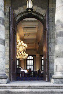 玄関が国の重要文化財に指定されている「旧桜宮公会堂」