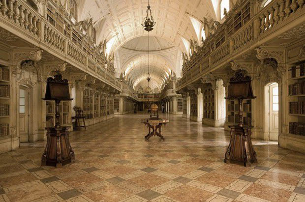 The-Most-Gorgeous-Libraries-In-The-World-Portugal-Mafra-Library-CREDIT-PYO-Palácio-Nacional-de-Mafra