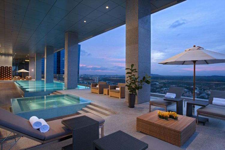 Oasia-Hotel-Novena_Club-Lounge-Pool-750x500